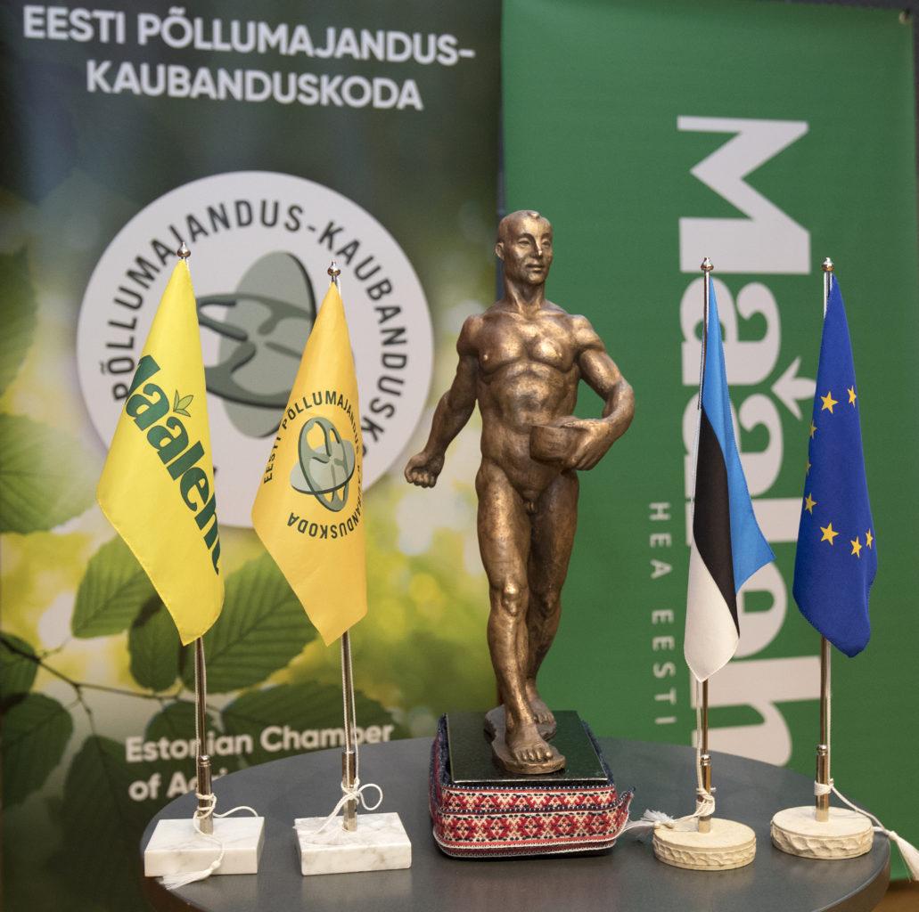 """Aasta põllumehe konkursi võitja auhind:  ajaloolise """"Külvaja"""" pronkskuju koopia. Foto: Sven Arbet / Ekspress Meedia"""