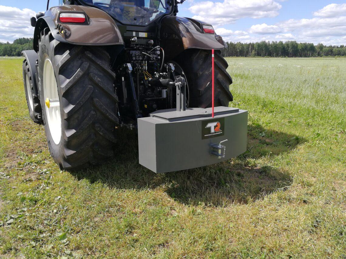 Traktori lisaraskused. Näide tööriistakastiga raskusest. Foto: TrBet OÜ