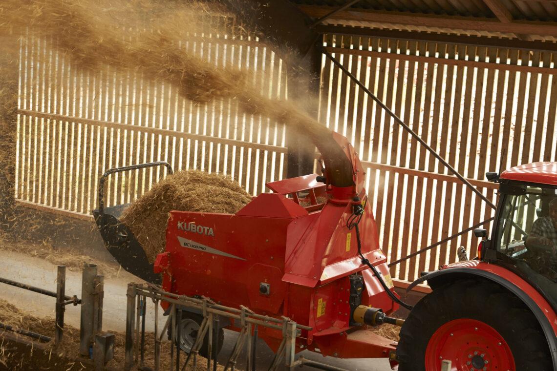 Rullipurusti ja söödalaotur Kubota BC1300 Pro. Foto: Stokker
