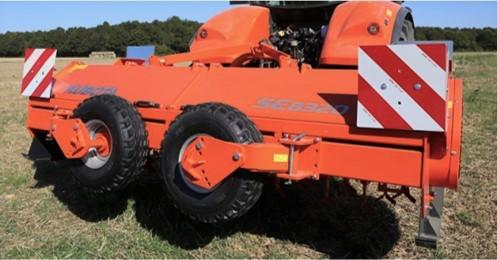 Kubota põllumajanduslik jäätmaaniiduk SE8320 töölaiusega 3,2m traktoritele kuni 260hj. Foto: Stokker