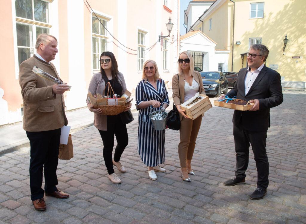 13. mail 2021 olid maa- ja rannarahva esindusorganisatsioonide juhid taas Toompeal, et anda peaminister Kaja Kallasele üle pöördumine palvega pöörata suuremat tähelepanu maa- ja rannapiirkondade elu toimimisele. Foto: Raul Mee
