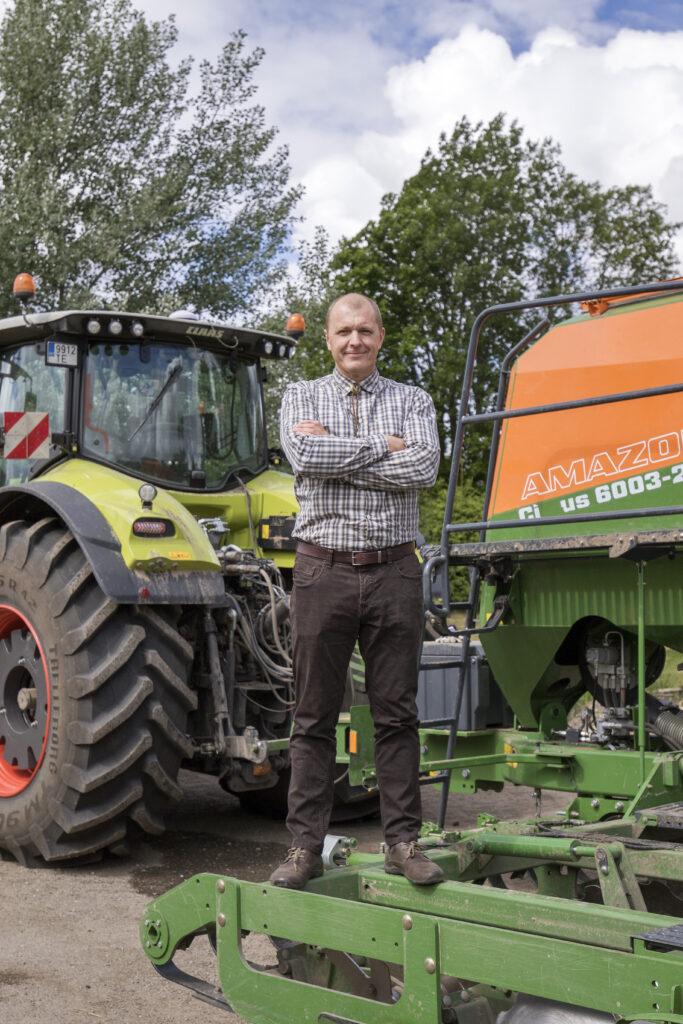 Nii põllu- kui ka jahimees Jaanus Põldmaa kinnitab, et põllul on jaht enamasti seotud ulukikahjude ennetamisega ning kahjuennetus peaks olema põllumeeste ja jahimeeste vaheliste lepingute peamine eesmärk. Foto: Sven Arbet/Scanpix