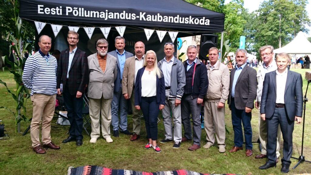 Anu Hellenurme kuulub alates 2016. aastast põllumajandus-kaubanduskoja nõukokku. Fotol nõukogu liikmed 2016. aasta Arvamusfestivalil. Vasakult: Toomas Kruustük, Olav Kreen, Jaan Sõrra, Jaanus Murakas, Uno Kaldmäe, Anu Hellenurme, Kalle Põld, Sivar Irval, Kalmer Märtson, Tõnu Post, Aavo Mölder, Tanel-Taavi Bulitko. Foto: EPKK